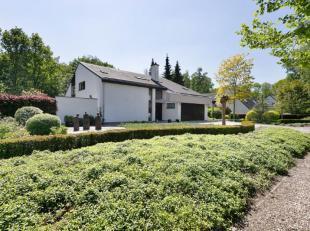 Stijlvolle villa gelegen op de Heide van Waasmunster. Deze villa staat op een zuid georiënteerd perceel van 1.700 m2 en heeft tijdloze architectu