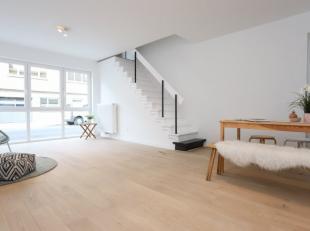 Leuk gerenoveerd appartement met tuin nabij UZ. Het appartement bestaat uit een leefruimte met open ingerichte keuken (incl. toestellen), 1 slaapkamer