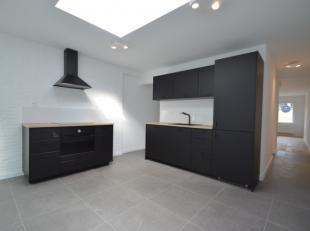 Deze ruime totaal gerenoveerde woning is gelegen aan UZ Gent. De woning bestaat uit een ruime leefruimte, leefkeuken met zicht op binnenterras, 4 slaa