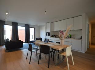 Dit luxe appartement bestaat uit een inkom met gastentoilet, leefruimte met open ingerichte keuken(incl. vaatwasser, combi-oven), 2 slaapkamers, douch