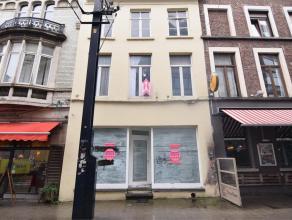 Gelegen in de hippe buurt van de Nederkouter, rechttegenover Würst, vindt u dit pand van +/-150m2, met een aangenaam stadsterras. Dit pand biedt
