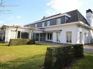 Goed onderhouden villa met praktijk ruimtes en mooie tuin op een totale oppervlakte van 3.300 m2.<br /> Rustig gelegen, op boogscheut van het centrum