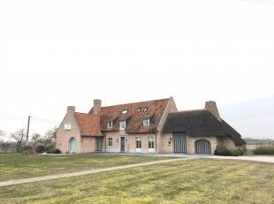 Te koop, ZEVEREN (ts Deinze/Vinkt) : mooi, kwalitatief afgewerkt landhuis met bijgebouw op een totale oppervlakte van 1,1ha.<br /> De villa omvat een