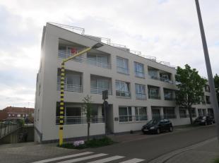 Te koop te WAREGEM :  centraal gelegen nieuwbouw appartement met 1 slaapkamer.<br /> Omv. : inkom, keuken, leefruimte met terrasje (1,95m2),  badkamer