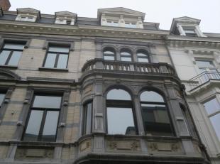 Te huur GENT : ruim 1 slaapkamer appartement gelegen tussen de Kouter en Korenmarkt.<br /> Omvattende : leefruimte met volledig ingerichte keuken. rui