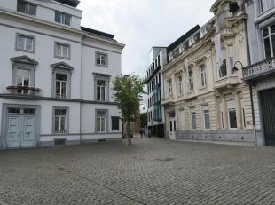 Te huur te GENT : modern kantoor met veel prestige, op historische locatie (opp. 160 m2).<br /> Omv. : inkom met plaats voor secretariaat , 3 grote ka