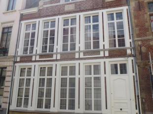 Te huur te GENT : goed gelegen burgerwoning  met veel charme in het hartje van Gent.<br /> Omvattende : ruime inkomhal met prachtige trap,<br /> toile