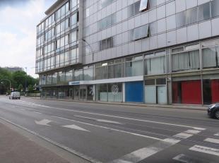 Gent, Contributiestraat :  volledig open winkelruimte van 350 m2.<br /> Gevelbreedte ongev. 17m., diepte ongev. 30 m.<br /> Alles individueel.<br /> M