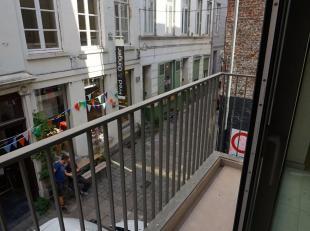 Te huur te GENT-centrum : éénslaapkamer appartement gelegen op de 1e verdieping met  terrasje.<br /> Omvattende :  ruime living met mode
