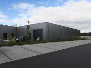 Te huur in St.-AMANDSBERG : ruime polyvalente ruimte van 1 245 m2.<br /> Vele mogelijkheden, winkel, opslag, inrichting, opdeling/ oppervlakte te besp