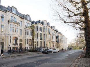 Dit rustig gelegen appartement bevindt zich op wandelafstand van het Citadelpark én het Sint-Pietersstation. De inkomhal verleent u toegang tot