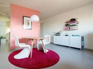 Dit gDit gezellig appartement is gelegen op een centrale ligging nabij de R40 en de E17 waarbij een vlotte bereikbaarheid steeds gegarandeerd wordt. D