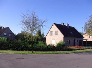 EVERGEM (Kluizen) - Deze instapklare gezinswoning met prachtige tuin is uiterst rustig gelegen. U beschikt over een garagebox voor 1 à 2 wagens