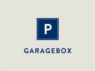 Afgesloten garagebox te huur voor het plaatsen van een wagen in het begin van de Hundelgemsesteenweg aan  56 per maand. Afmetingen van de box: 5,20m *