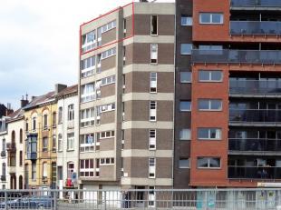 Heel ruim appartement gelegen op de zesde verdieping van een kleine residentie. Inkomhal met apart toilet, berging met CV ketel, ruime keuken met aans