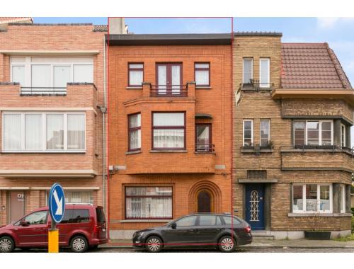Maison bourgeoise à vendre à Sint-Amandsberg, € 475.000