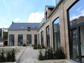 In een kleinschalige residentie met 6 gerenoveerde woningen bevindt zich deze ruime lichtrijke instapklare moderne woning. Deze omvat o.a. 1 grote sla