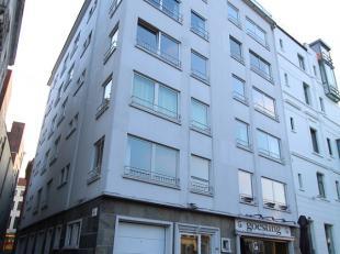 Centraal gelegen appartement met prachtig zicht op het water en de graslei! Dit appartement gelegen op de 3e verdieping (lift in gebouw) omvat inkomha
