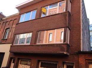 Vlakbij Vlaanderenstraat: rustig gelegen appartement op de 2e verdieping (geen lift in gebouw) in het centrum van Gent! Omvattende inkomhall, keuken,