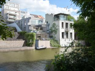 Dit exclusieve vastgoedproject omvat 7 twee slaapkamer appartementen op een toplocatie in het centrum van Gent. De residentie is opgedeeld in 3 villa