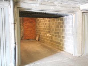 Ondergronds gesloten garagebox te huur. Gelegen in het centrum van Gent nabij de verloren kost. Deze box is te bereiken via de Kortrijksepoortstraat v