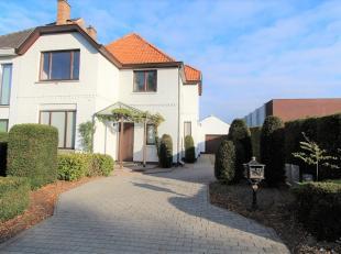 Instapklare HOB met dubbele garage en grote tuin van ca 900m². Deze goed gelegen woning met een bewoonbare oppervlakte van ca 150m² omvat in