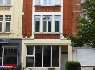Prinses Clementinalaan (Vlakbij Sint-Pietersstation): studio op de eerste verdieping met leef- en slaapruimte (geen aparte slaapkamer), aparte badkame