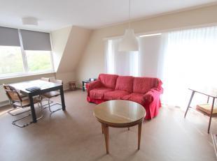 Rustig gelegen appartement op 2e verdieping (geen lift), tussen UZ en Sint-Pietersstation. Het appartement is instapklaar en omvat inkomhall, leefruim