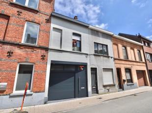 Vlakbij centrum Gent en het UZ treffen we deze optimaal ingedeelde woning voor de levensgenieter welke is ingedeeld in een inkomhal met gastentoilet,