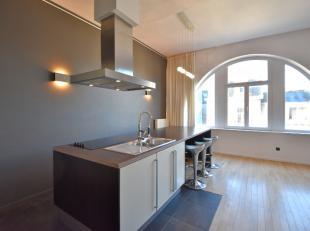 In het centrum van de stad, gelegen in de Vlaanderenstraat aan het Zuid, bevindt zich dit appartement in een statige burgerwoning! Het appartement gel