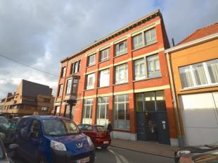 TOPPER! Deze centraal gelegen loft (wandelafstand Grote Markt, Station, Colruyt, Aldi,...) maakt deel uit van 'Residentie Metropolis'. Dit statige geb
