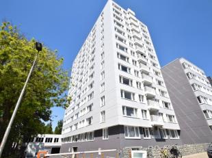 Dit appartement situeert zich aan de Leie, nabij de stadsring en op 1km van Sint-Pieters Station. Het appartement zelf bevindt zich op de 5de verdiepi