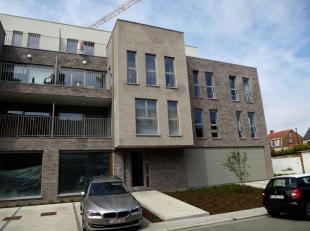 U kan dit centraal gelegen appartement terugvinden, pal in het centrum van Ronse. Dit in de onmiddellijke nabijheid van scholen, winkels, openbaar ver