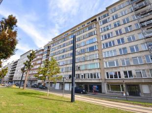 Dit goed onderhouden 3-slpk appartement is gelegen op de 8° verdieping van residentie Esterel, in het centrum van Gent, vlakbij het Zuidpark. Dit