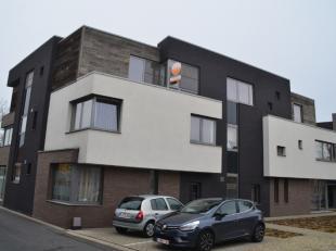 Dit appartement is gelegen op de 2de verdieping in een kleinschalig modern gebouw. Het appartement heeft de volgende indeling: inkomhal, apart toilet,