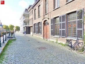 GENT - Sint-Antoniuskaai 2: Multifunctioneel herenhuis met authentieke elementen gelegen in het centrum van Gent. Het gebouw omvat 12 verschillende ru