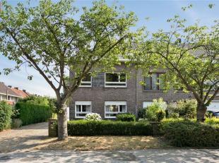 Sint-Denijs-Westrem - Borluutplein 14: Te renoveren halfopen woning (120 m² bew. opp.) op 385 m² grond aan een rustig gelegen pleintje, in h