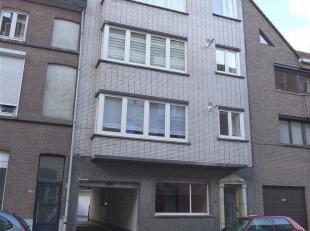 GENT - Sint-Lievenspoortstraat: Ruim en gezellig 3 slaapkamer appartement op goede locatie nabij centrum en invalswegen. Omvat: inkomhal, apart toilet