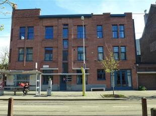 GENT - Sint-Pietersaalststraat 3B: Op zoek naar een gunstig gelegen gerenoveerd 2 slaapkamer-appartement te huur in Gent? Dan is dit pand mogelijks ie