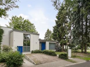 ENT - Op zoek naar een totaal gerenoveerde woning uit de jaren '60 te koop in Sint-Denijs-Westrem? Dan is dit pand misschien iets voor u.<br /> De bel