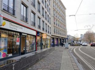 GENT - Vogelmarkt: Op zoek naar een handelsgelijkvloers te huur in hartje Gent? Dan is dit pand mogelijk iets voor u.<br /> De belangrijkste troeven i
