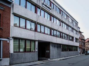 Het Groeninghe-complex ligt in een groene en rustige omgeving op een terreinoppervlakte van 1ha 10a aan de rand van de stad Gent (omgeving UZ). Het ka