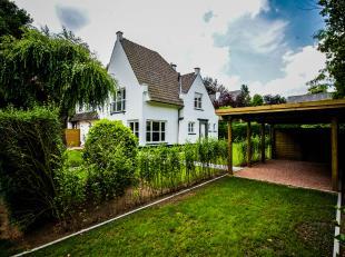 Half open villawoning in doodlopende straat te Sint-Denijs-Westrem, Simon Beninglaan 8.<br /> Karaktervolle woning bestaande uit een inkomhal, living,