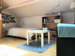 ENKEL VOOR STUDENTENDOMICILIE IS NIET MOGELIJKDe kamer is gemeubeld. De meubels welke voorzien worden zijn de volgende: bed, kleerkast, bureaustoel en