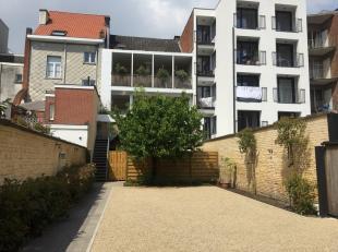 Dit statig herenhuis is gelegen in het centrum van Ledeberg op enkele stappen van het Zuidpark te Gent. Het is verbouwd tot handelsgelijkvloers (momen
