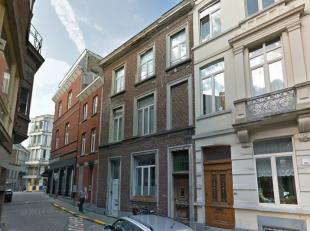 De studio is INSTAPKLAAR, gelegen in hartje Gent, in een verkeersluwe straat vlakbij de Brabantdam/Kouter. De studio bevindt zich op het gelijkvloers