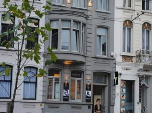 Vernieuwd appartement in volledig gerenoveerd herenhuis op wandelafstand van het Sint-Pietersstation en Citadelpark.<br /> Het appartement bevindt zic