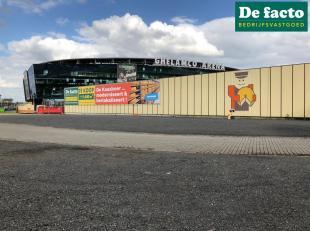 Unieke investeringsopportuniteit. Deze uitstekend gelegen projectgrond van +/- 11.600 m² , gelegen te Gent -op zichtlocatie aan E17- biedt een un