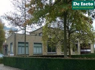 Kantoormet een opp. van 97 m²te huur in Zwijnaarde (Gent), met een zeer goede bereikbaarheid via de E40 (Oostende Brussel).<br /> Kantoorruimte G