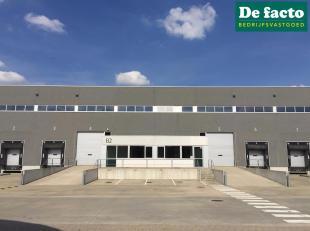 Nieuwbouw magazijn met kantoren (6.561 m²) te huur te Sint-Niklaas. Gelegen op een bedrijvensite te Sint-Niklaas naast E17 en vlot bereikbaar.Ben